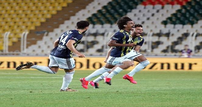 Fenerbahçe, Kayserispor'u 2-1 yenerek lige galibiyetle başladı