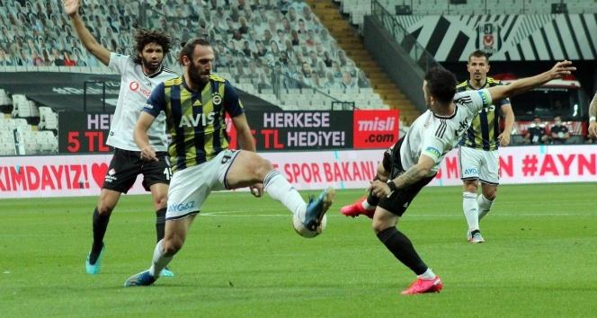 Derbi mücadelesinde Beşiktaş, Fenerbahçe'yi 2-0 yendi