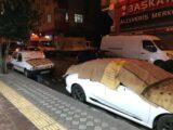 İSTANBUL'DA BEKLENEN SAĞANAK YAĞIŞ VE DOLU ÖNCESİ VATANDAŞLAR ARAÇLARINI KORUMAK İÇİN BATTANİYE, HALI VE KARTONLARLA KAPATTI. (FURKAN TAN/İSTANBUL-İHA) İstanbul'da beklenen sağanak yağış ve dolu öncesi vatandaşlar araçlarını korumak için battaniye, halı ve kartonlarla kapattı.